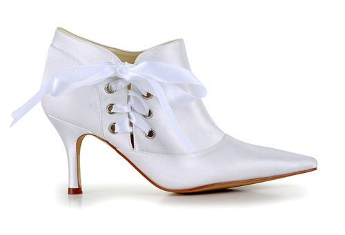 Handmade pointy shoe toe bridal boot for wedding